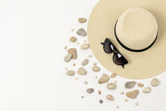 Mode-Accessoires - Hut, Sonnenbrille und Armbänder Marineconc Stockbilder