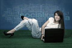 Mode Blogger auf offenem Raum Stockfotos