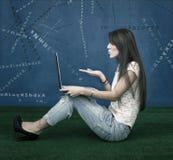 Mode Blogger brennt Buchstaben durch Stockfoto