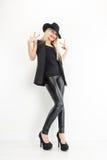 Mode-blondes Frauen-Porträt im schwarzen Hut Lizenzfreie Stockbilder