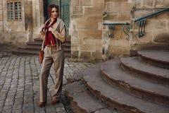 Mode d'automne de femme Fille In Fashionable Clothing modèle dehors images libres de droits