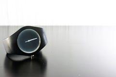 Mode d'isolement minimale de lumière blanche de noir de chronomètre de montre-bracelet Photo stock