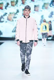 Mode de Bipa défilé de mode 2017 d'heure : Anthony Avangard, Zagreb, Croatie Photos stock