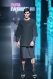 Mode de Bipa défilé de mode d'heure : Ivana Janjic, Zagreb, Croatie Photographie stock
