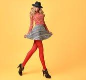 Mode de chute Femme en Autumn Outfit Longues jambes photo stock