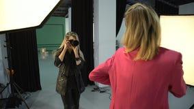 Mode de vie des coulisses de photographe de mannequin Photographie stock libre de droits