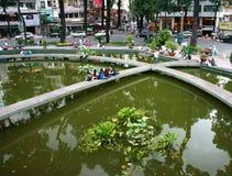 Mode de vie des jeunes asiatiques à urbain Photo stock