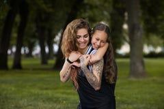 Mode de vie heureux ensemble Belle famille de sourire Photographie stock