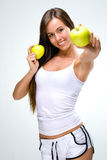 Mode de vie sain - beau, la femme naturelle tient une pomme deux Photo stock