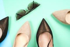 Mode, différentes chaussures de femelle sur des talons hauts Photographie stock libre de droits