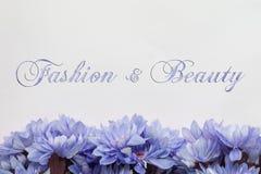 Mode et beauté - thème avec des fleurs Photo stock