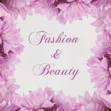 Mode et beauté - thème avec des fleurs Image stock