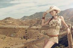mode föreställer den sexiga kvinnan Arkivfoton
