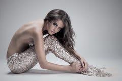 Mode-Fantasie-Meerjungfrau. Atelieraufnahme. Gray Background. Lizenzfreie Stockbilder
