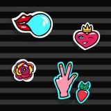Mode-Flecken eingestellt Moderner Knall Art Stickers Herz, Lippen, Hände, Rose, Erdbeere Auch im corel abgehobenen Betrag Stockfotos