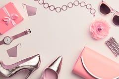 Mode Inställd kvinnatillbehör Pastellfärgad färg arkivfoto