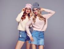 Mode Jeune femme de hippie Meilleurs amis de soeurs Photo stock