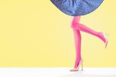 Mode Jupe femelle Longues jambes, équipement de talons hauts Photos stock