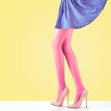 Mode Jupe femelle Longues jambes, équipement de talons hauts Photo stock