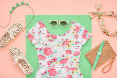 Mode Klädertillbehöruppsättning Sommardräkt Arkivbild