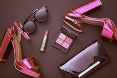Mode-Kosmetik-Make-up Design-Frauen-Zubehör Lizenzfreie Stockfotos