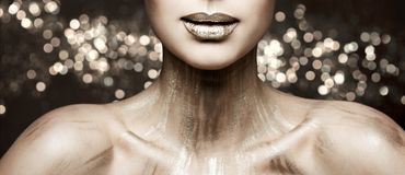 Mode-Lippenschönheit Art Makeup, Frauen-metallischer Lippenstift bilden, funkelnde Farbe stockbilder