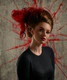 Mode-Mädchen-Porträt mit der Färbung des roten Haares Lizenzfreies Stockbild