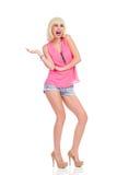 Mode-Modell, das Produkt zeigt Lizenzfreies Stockfoto