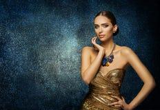 Mode-Modell Face Portrait, elegante Frau im Halsketten-Schmuck stockbilder
