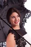 Mode-Modell im Kleid mit Regenschirm Stockfotografie
