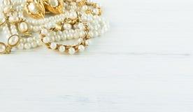 Mode-Modell Jewelry Weinleseschmuckhintergrund  Flache Lage, stockbilder