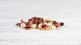 Mode-Modell Jewelry Weinleseschmuckhintergrund  Flache Lage, Spitze VI stockfoto