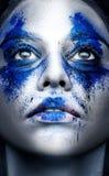 Mode-Modell-Mädchenporträt mit buntem Pulver bilden schönheit stockfoto