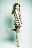 Mode-Modell mit dem gelockten Haar Lizenzfreies Stockbild