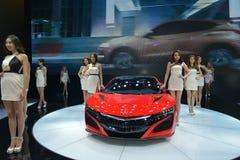 Mode-Modelle auf ACURA NSX sportscar Lizenzfreies Stockfoto