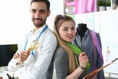 Mode-Nähen oder Dressmaking-Teamwork-Konzept stockbild