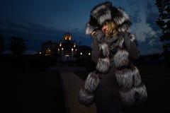 Mode noire de manteau Photo stock