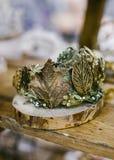 Mode nuptiale Décoration florale de bijoux d'or pour des cheveux Images stock