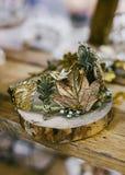 Mode nuptiale Décoration florale de bijoux d'or pour des cheveux Photo stock
