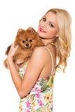 mode Schöne Blondine mit Hund Stockfotos
