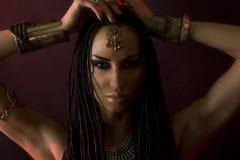 Mode-Schönheit und stilvolles Haar Make-up Schöner sexy Frau stockbild