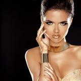 Mode-Schönheits-Mädchen lokalisiert auf schwarzem Hintergrund.   Lizenzfreie Stockfotografie