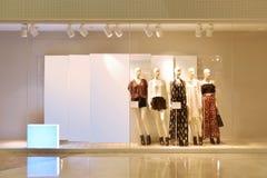 mode shoppar fönstret Arkivbilder