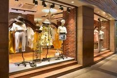 Mode shoppar framdelen arkivbilder