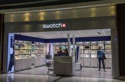 Mode shoppar i den Bangkok Suvarnabhumi flygplatsen arkivfoton