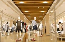 Mode shoppar inre royaltyfria bilder