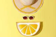 Mode Sunny Summer Set Varm strandVibes minsta Arkivfoto