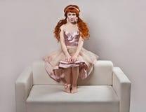 Mode tirée de la femme dans le type de poupée. photo libre de droits
