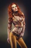 Mode tirée de la femme rousse sexy Image stock