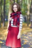 Mode-und Art-Konzept: Porträt des jungen kaukasischen Brunette stockfoto